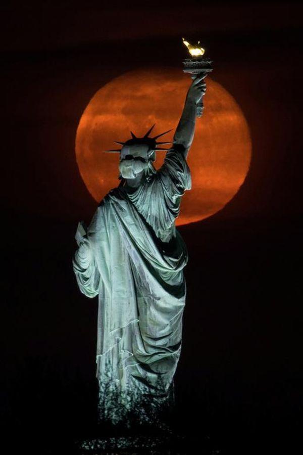 न्यूयॉर्क में सुपर पिंक मून