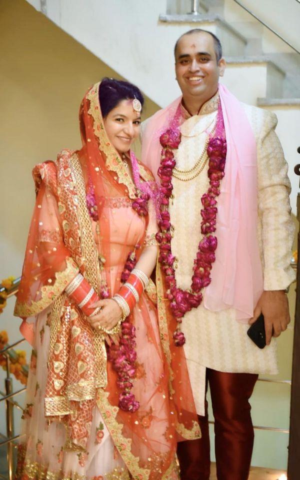 पति राहुल कपूर के साथ ईशा कपूर