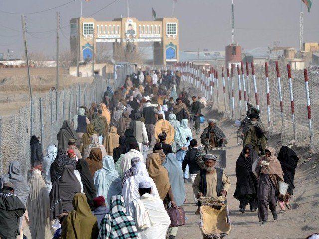 50,000 से अधिक अफगान देश छोड़ना चाहते हैं।
