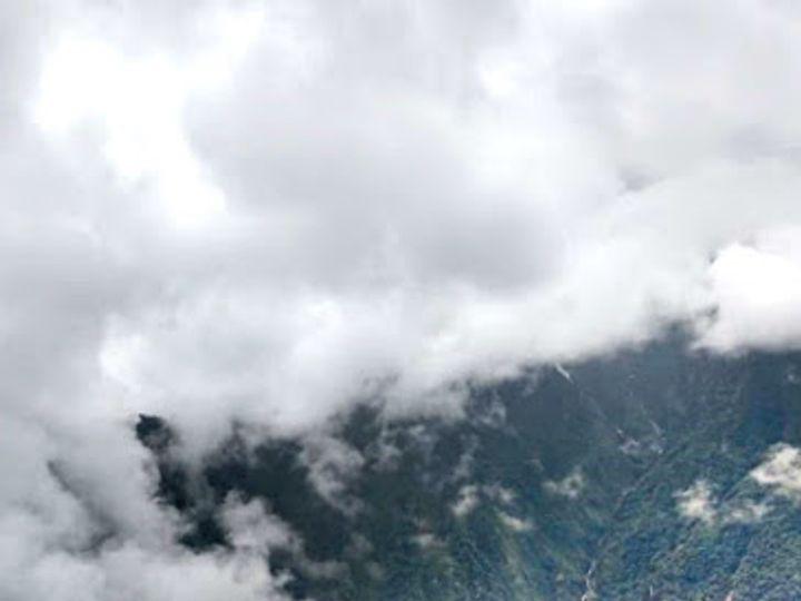 अरुणाचल के सियांग जिले में स्थित परी पहाड़ों पर फंसी है रेस्क्यू टीम। - Dainik Bhaskar