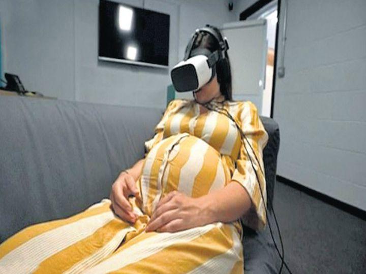 वीआर सेट लगाए गर्भवती महिला। - Dainik Bhaskar