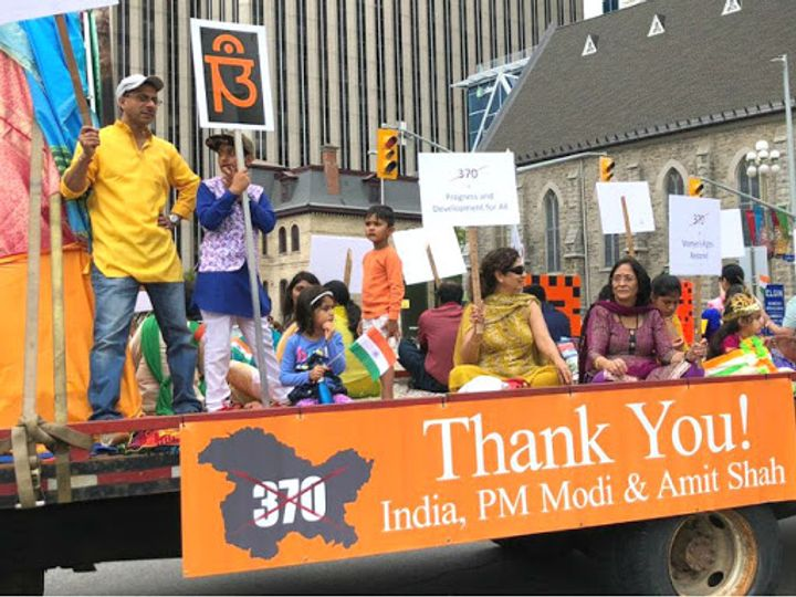 कनाडा के ओटावा में भारतवंशियों ने रविवार को स्वतंत्रता दिवस का जश्न मनाते हुए मार्च निकाला। - Dainik Bhaskar