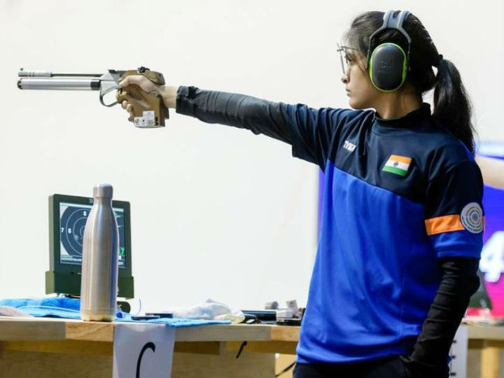भारतीय शूटर मनु भाकर। -फाइल फोटो - Dainik Bhaskar