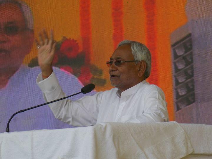 सभा को संबोधित करते मुख्यमंत्री नीतीश कुमार। - Dainik Bhaskar