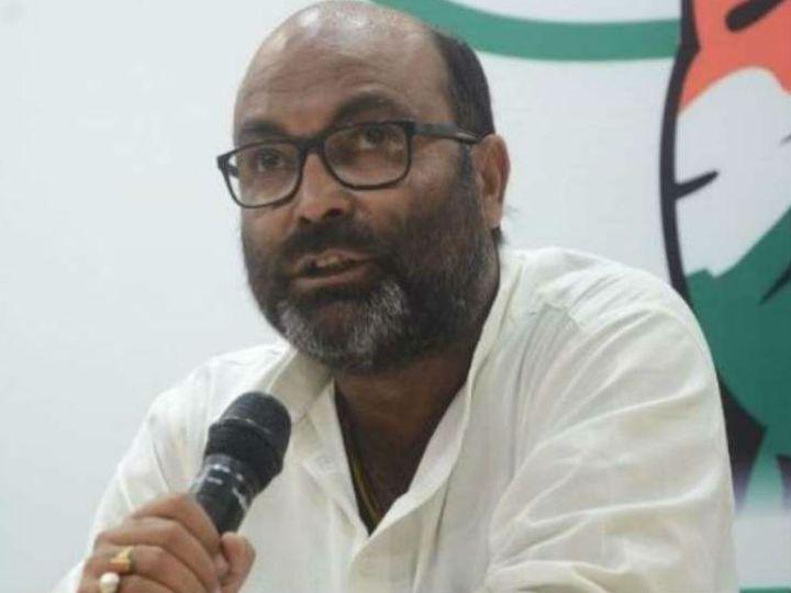 पत्रकारों से बातचीत करते कांग्रेस के प्रदेश अध्यक्ष अजय कुमार लल्लू। - Dainik Bhaskar