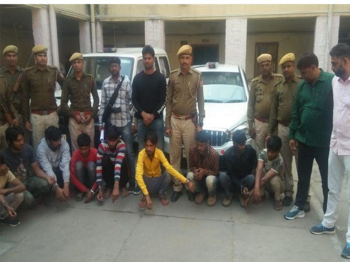 पुलिस गिरफ्त में एटीएम लूट गैंग के बदमाश - Dainik Bhaskar