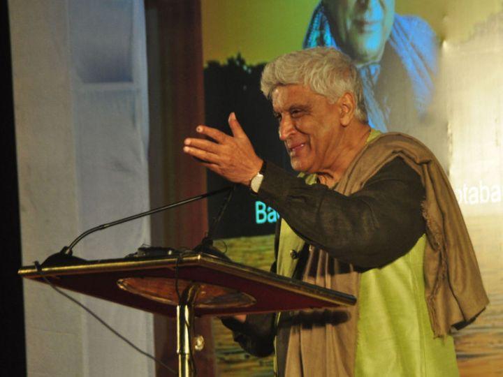 भोपाल में गुफ्तगू कार्यक्रम में मशहूर शायर और गीतकार जावेद अख्तर। - Dainik Bhaskar