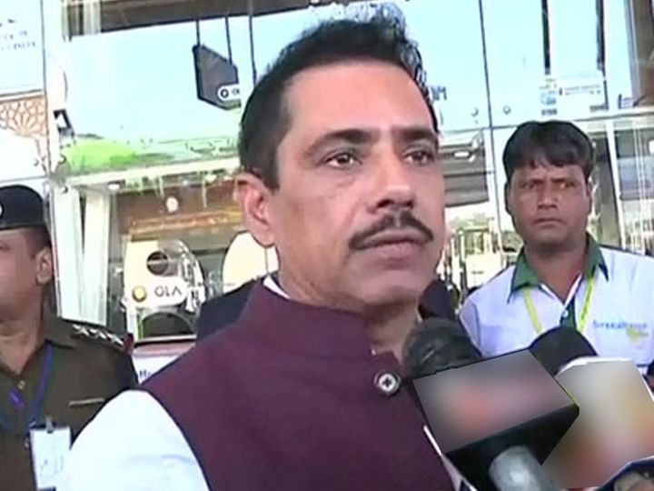 जयपुर एयरपोर्ट पर रॉबर्ट वाड्रा ने पत्रकारों से बातचीत की।- फाइल - Dainik Bhaskar