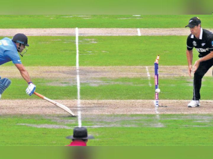 धोनी को वर्ल्ड कप के सेमीफाइनल में मार्टिन गुप्टिल ने आउट किया था। - Dainik Bhaskar