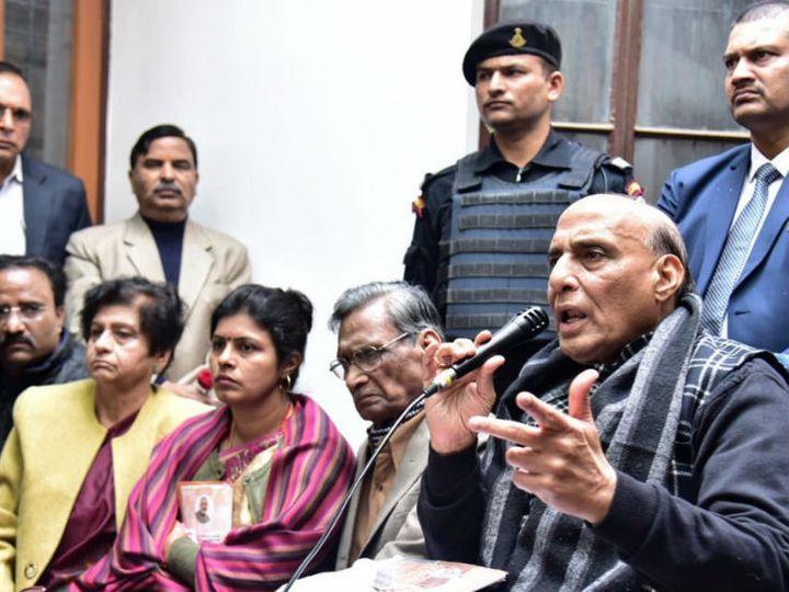 लखनऊ पहुंचे रक्षामंत्री राजनाथ सिंह - Dainik Bhaskar