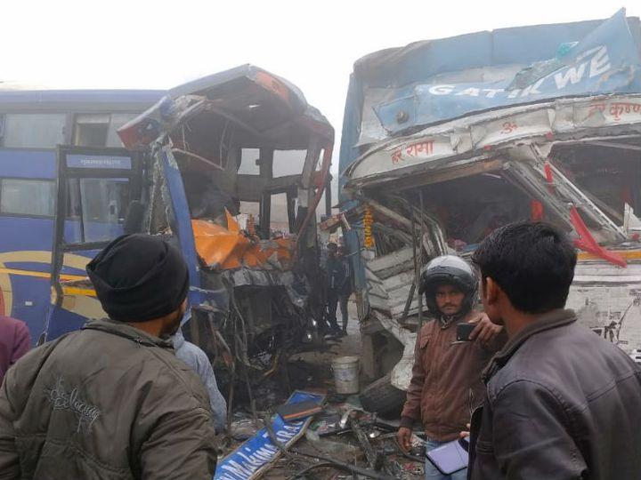 टक्कर के बाद क्षतिग्रस्त बस व ट्रक। - Dainik Bhaskar