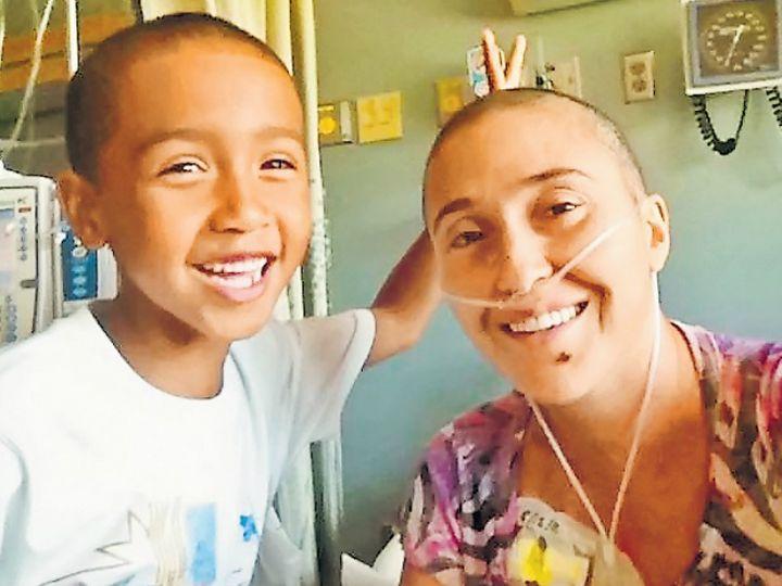 अप्रैल 2012 में साहेल को स्टेज 3 कैंसर का पता चला था।( मां साहेल अनवारिनजाद के साथ तबे एटकिन्स।वह अब 14 साल के हैं।) - Dainik Bhaskar