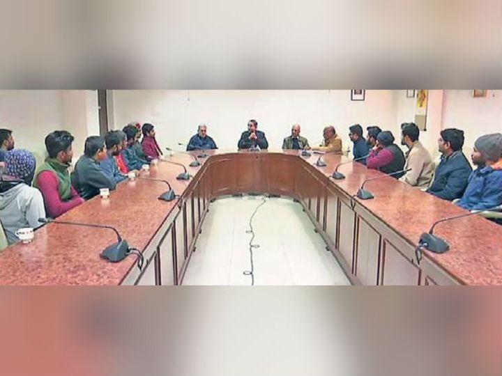 जेएनयू के कुलपति एम जगदेश कुमार ने 5 जनवरी को हुई हिंसा के बाद शनिवार को छात्रों के साथ बैठक की। - Dainik Bhaskar