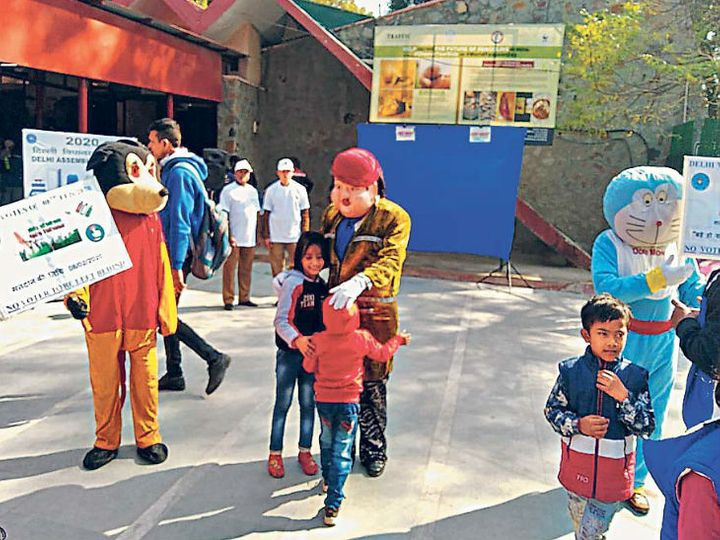 विधानसभा चुनाव उत्सव से लोगों को जोड़ने के लिए मुख्य निर्वाचन अधिकारी कार्यालय दिल्ली के चिड़ियाघर, खिचड़ीपुर और विनोद नगर पहुंचा। - Dainik Bhaskar