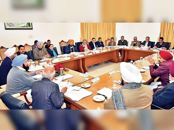 कैबिनेट की बैठक : मुख्यमंत्री कैप्टन अमरिंदर सिंह और अन्य मंत्री। - Dainik Bhaskar