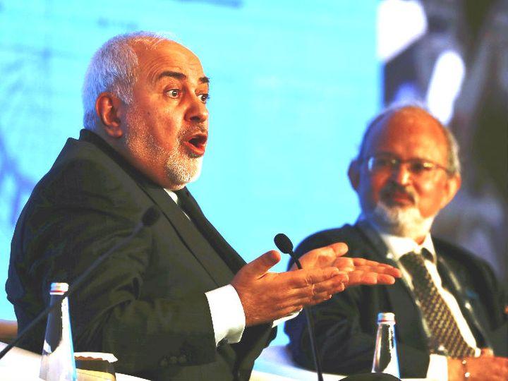रायसीना डायलॉग में ईरान के विदेश मंत्री जवाद जरीफ (बाएं)। - Dainik Bhaskar