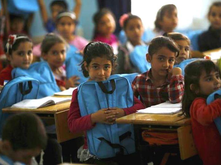 स्कूली बच्चों को संविधान की मूल भावना से परिचित करवाने के लिए सरकार ने यह निर्णय लिया है। (फाइल फोटो) - Dainik Bhaskar