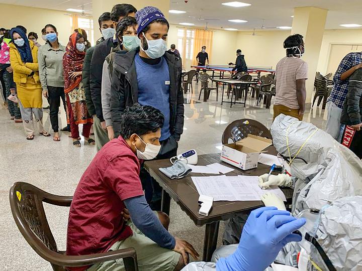 आईटीबीपी के छावला स्थित कैंप में चीन से लौटे यात्रियों की जांच हो रही। - Dainik Bhaskar