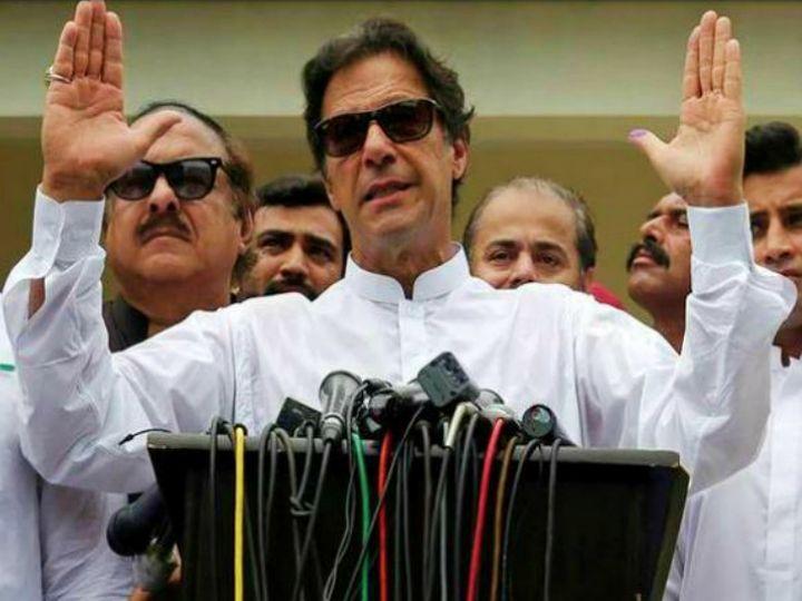 इमरान खान के मुताबिक, पाकिस्तान की सरकार को फौज से कोई खतरा नहीं है। (फाइल) - Dainik Bhaskar