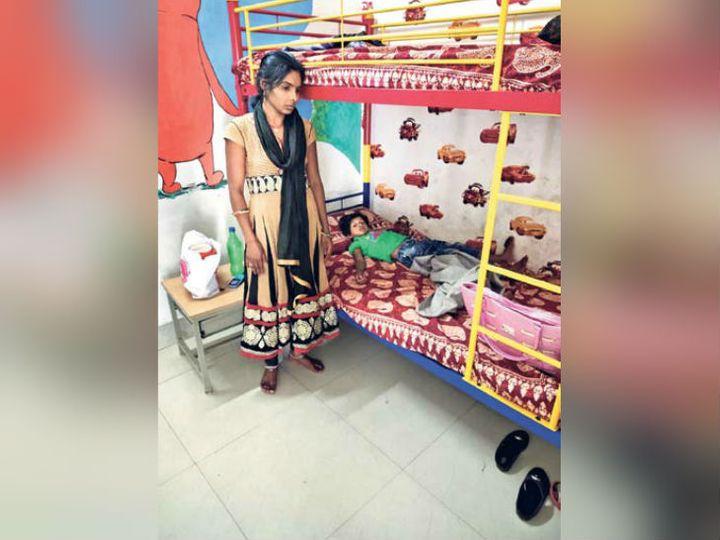 अस्मिता ने बताया कि शनिवार को पति उमेश का फोन आया कि अप्रैल की शुरुआत में इंटरव्यू है, घर आ जाओ। - Dainik Bhaskar