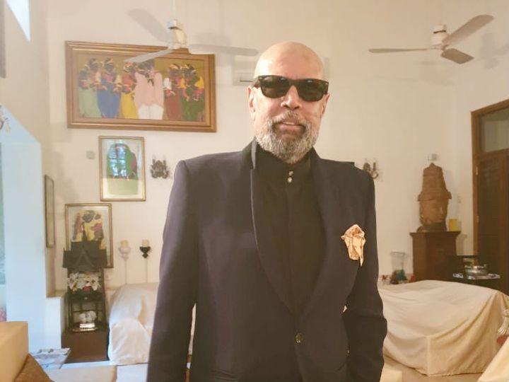 1983 वर्ल्ड कप विजेता पूर्व कप्तान कपिल देव ने सिर के बालों को पूरा साफ कर लिया और ग्रे कलर की फ्रेंच दाढ़ी रख ली। इस लुक के साथ उन्होंने फोटो शेयर की, जिसमें वे चश्मा और शूट में नजर आ रहे हैं। - Dainik Bhaskar