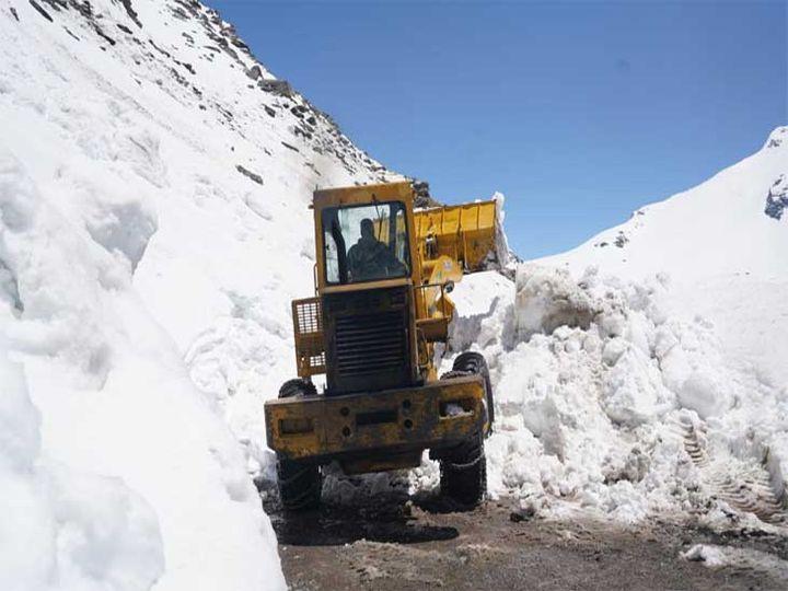 लाहौल स्पीति कृषि कार्य के लिए जाने वालों के लिए शनिवार से गाड़ियां चलाई जाएंगी।बीआरओ ने राहनीनाला तक रास्ता बहाल किया। - Dainik Bhaskar