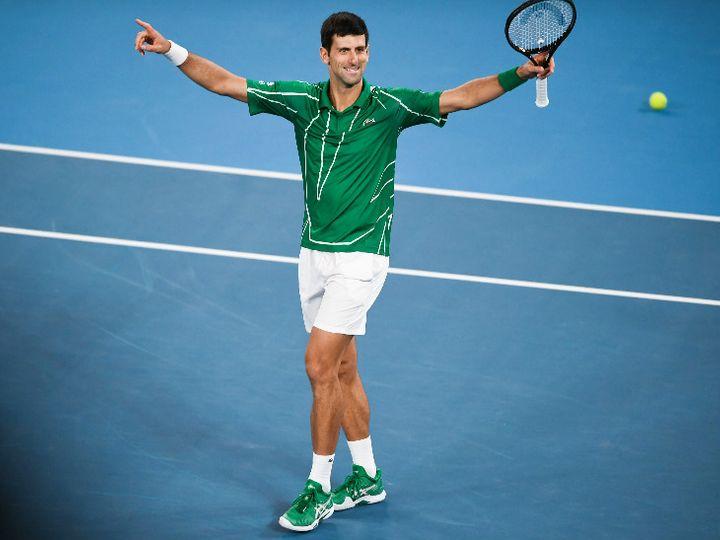 इस साल ऑस्ट्रेलियन ओपन का खिताब सर्बिया के नोवाक जोकोविच ने जीता था। उन्होंने फाइनल में ऑस्ट्रिया के डोमिनिक थिएम को हराकर 8वीं बार खिताब अपने नाम किया था। - Dainik Bhaskar