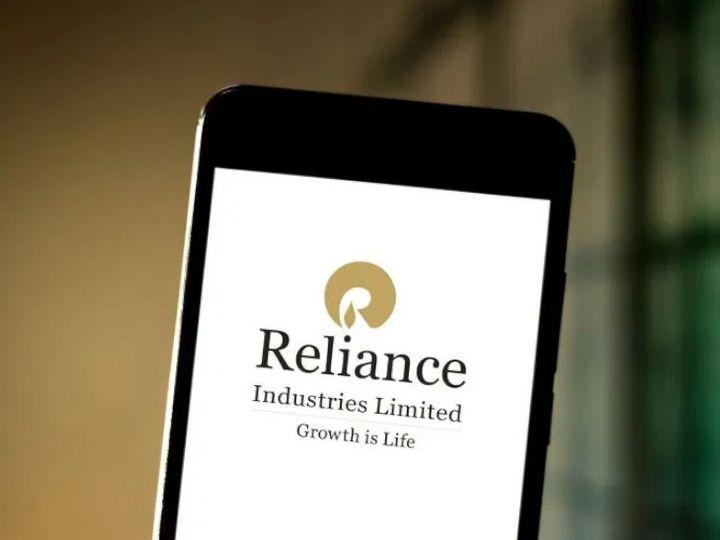 रिलायंस इंडस्ट्रीज का 53,125 करोड़ रुपये का राइट्स इश्यू 20 मई को खुला है। यह तीन जून को बंद होगा। - Dainik Bhaskar
