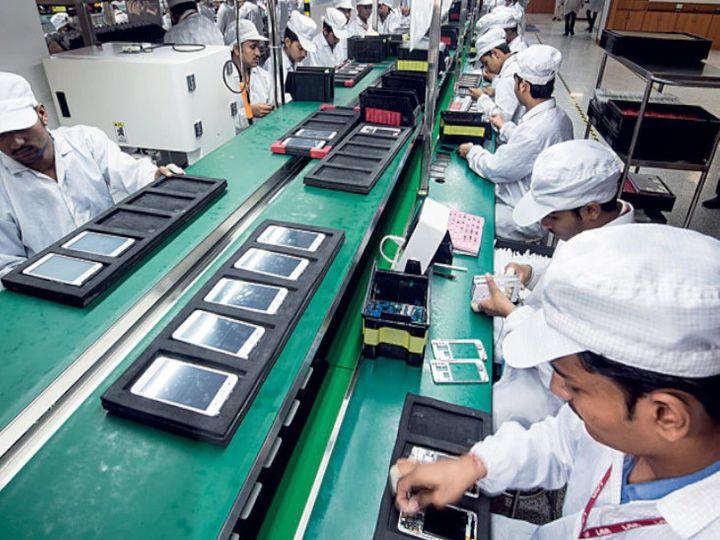 2014 में भारत में केवल 2 मोबाइल कारखाने थे और आज भारत दुनिया का दूसरा सबसे बड़ा मोबाइल फोन निर्माता बन गया है। - Money Bhaskar