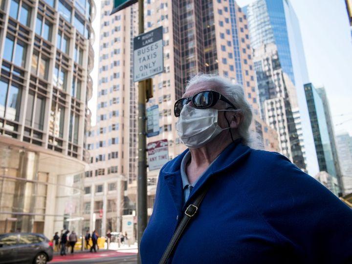 फोटो अमेरिका के न्यूयॉर्क शहर की है। यहां कोरोना का सबसे ज्यादा असर देखने को मिला है। न्यूयॉर्क में अब तक 4.33 लाख लोग कोरोना पॉजिटिव पाए जा चुके हैं। इनमें 32,570 लोगों की मौत हो चुकी है। - Dainik Bhaskar