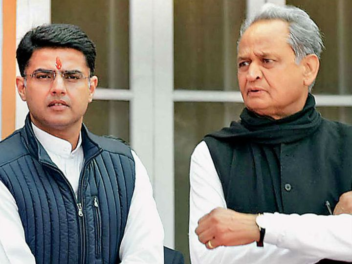 एसओजी ने पहला नाेटिस मुख्यमंत्री अशाेक गहलाेत काे दूसरा नाेटिस तत्कालीन डिप्टी सीएम सचिन पायलट सहित 16 विधायकाें काे भेजा। -फाइल फोटो - Dainik Bhaskar