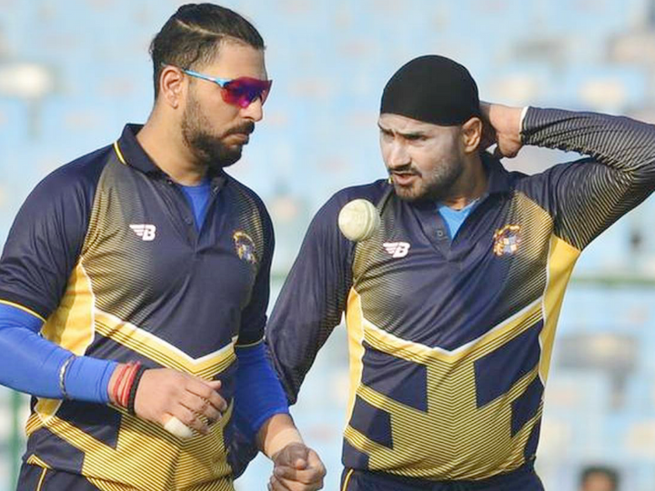 युवराज सिंह ने भारत के लिए 304 वनडे, 40 टेस्ट और 58 टी-20 खेले। उन्होंने वनडे में 8701, टेस्ट में 1900 और टी-20 में 1177 रन बनाए। -फाइल - Dainik Bhaskar