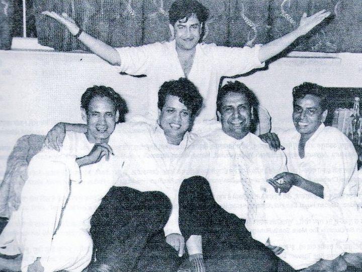राज कपूर के साथ बाएं से हसरत जयपुरी, शंकर-जयकिशन और शैलेंद्र (दाएं) - Dainik Bhaskar