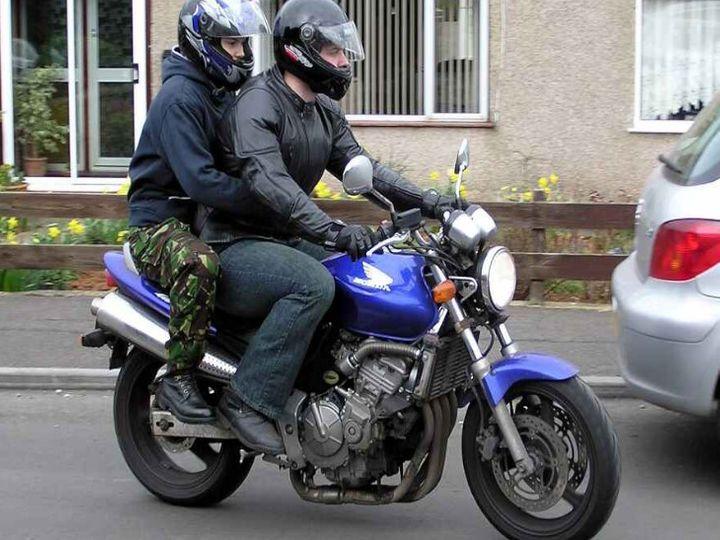 Government to bring helmets under mandatory BIS regime | लोकल हेलमेट लगाने से देना पड़ जाएगा जुर्माना; BIS मार्कहेलमेट लगाना होगा अनिवार्य, सरकार ने शुरू की प्रक्रिया