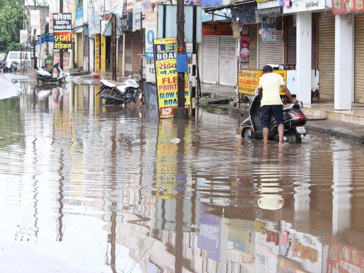 तस्वीर दुर्ग की है जहां शनिवार को हल्की से मध्यम बारिश होती रही। - Dainik Bhaskar