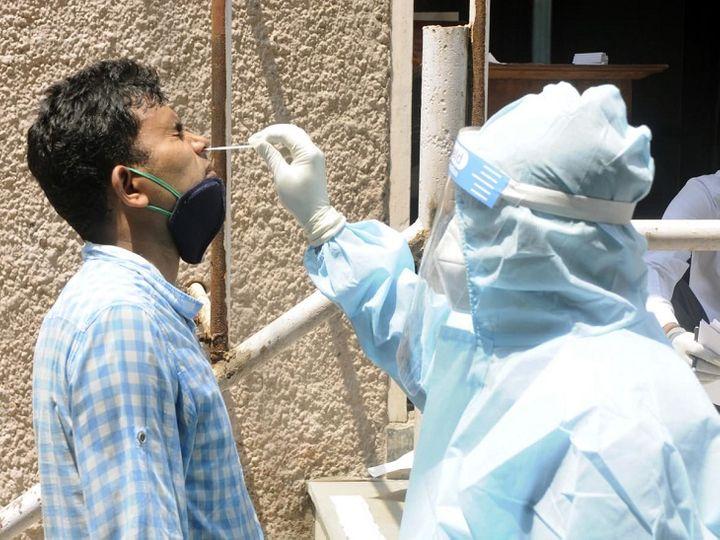 कोरोना संदिग्ध का सैंपल लेता स्वास्थ्यकर्मी। - Dainik Bhaskar