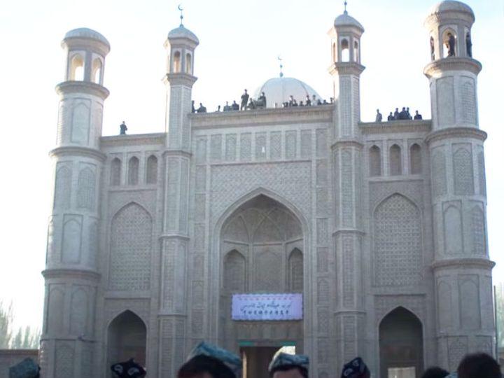 यह फोटो एतिका मस्जिद की है। चीनी सरकार शिनजियांग राज्य में बनाए गए इस मस्जिद को भी गिरा चुकी है। - फाइल फोटो - Dainik Bhaskar