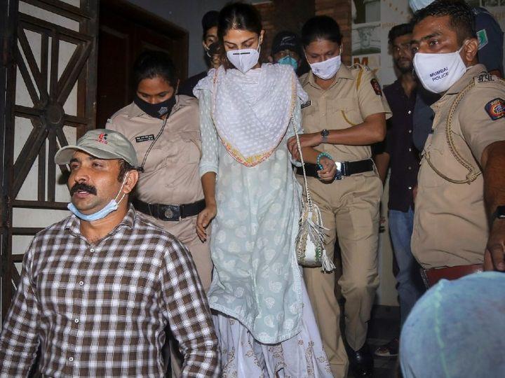 Fourth day of CBI investigation in Sushant case: CBI team can interrogate Riya Chakraborty today, will have to answer these 10 questions; Investigations of those working at home will continue. | रिया चक्रवर्ती से आज पूछताछ हो सकती है; सीबीआई की टीम वॉटरस्टोन रिसॉर्ट पहुंची, जहां सुशांत रुके थे