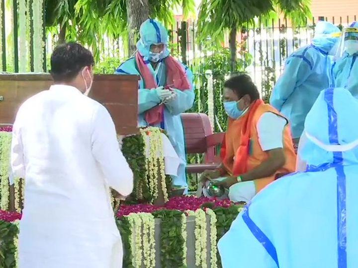 अब यादों में प्रणब दा:पूर्व राष्ट्रपति प्रणब मुखर्जी पंचतत्व में विलीन, दिल्ली में राजकीय सम्मान के साथ अंतिम संस्कार किया गया
