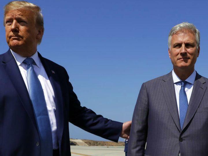 अमेरिकी राष्ट्रपति डोनाल्ड ट्रम्प के साथ नेशनल सिक्योरिटी एडवाइजर रॉबर्ट ओब्रायन। ओब्रायन के मुताबिक- चीन ने अमेरिकी चुनाव को प्रभावित करने के लिए एक बड़ा प्रोग्राम बनाया है। (फाइल) - Dainik Bhaskar
