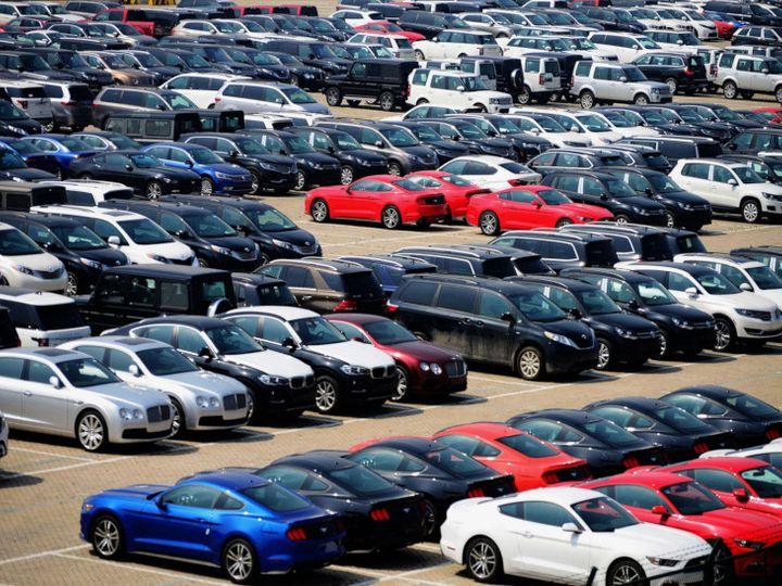 Government may hike duty on imported cars; Piyush Goyal Asks Auto Firms To Reduce Royalty Payments To Parent Companies | इंपोर्टेड कारों पर ड्यूटी बढ़ा सकती है सरकार; पीयूष गोयल ने दी रॉयल्टी भुगतान कम करने की सलाह