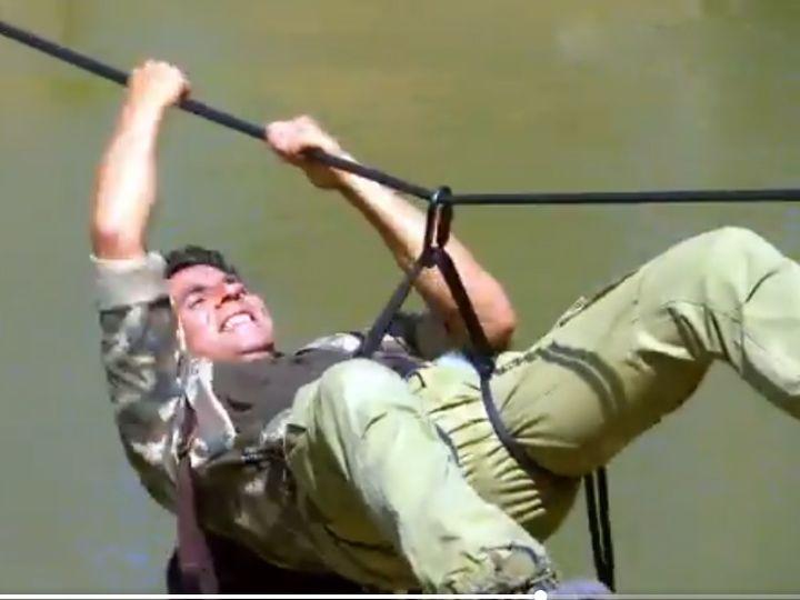 Akshay Kumar Shared Preview of In To The Wild With Bear Grylls Show in which he seen doing many dangrous stunts | बियर ग्रिल्स के शो इन टू द वाइल्ड में अक्षय कुमार ने किए कई स्टंट्स, मगरमच्छों से भरी नदी पार करते आए नजर