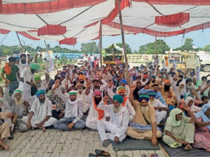 Strike at DC office against anti-agriculture ordinance, farmers and  laborers shouted slogans against central government, warning to intensify  conflict | कृषि विरोधी अध्यादेश के खिलाफ डीसी दफ्तर पर धरना ...