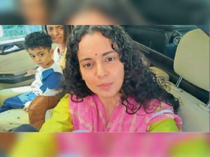 मनाली से भंवला जाते समय वाहन में कंगना और बहन रंगोली। - Dainik Bhaskar