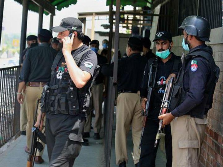 पाकिस्तान में इसी साल जुलाई में ईशनिंदा के आरोपी को कोर्ट के अंदर में छह गोलियां मारी गईं थी। - फाइल फोटो - Dainik Bhaskar