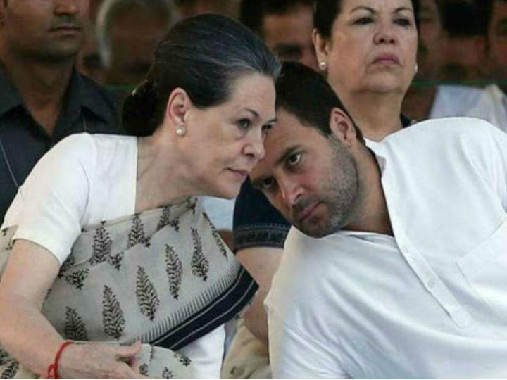 कांग्रेस अध्यक्ष सोनिया गांधी और राहुल गांधी के विदेश रवाना होने की खबर शनिवार शाम को सामने आई। सोनिया दो हफ्ते बाद भारत लौटेंगी। - फोटो फाइल - Dainik Bhaskar