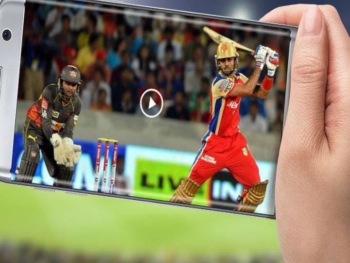 कोरोना के कारण इस बार मैच भारत से बाहर यूएई में हो रहे हैं, इसलिए इस बार दर्शक टीवी और ओटीटी प्लेटफॉर्म के जरिए ही आईपीएल का लाइव मैच देख पाएंगे। - Dainik Bhaskar