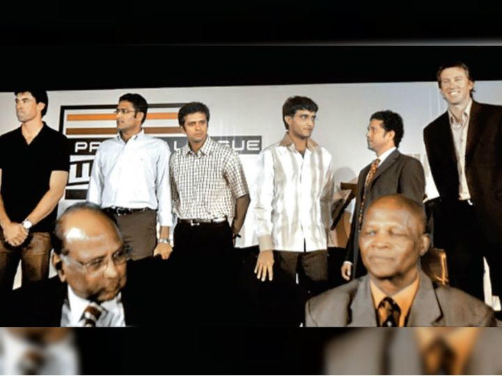 ललित मोदी ने शरद पवार को बीसीसीआई अध्यक्ष बनने में मदद भी की थी। 2007 में पहले टी-20 वर्ल्ड कप के बाद ललित मोदी ने प्रोफेशनल क्रिकेट लीग शुरू करने का फैसला किया। - Dainik Bhaskar