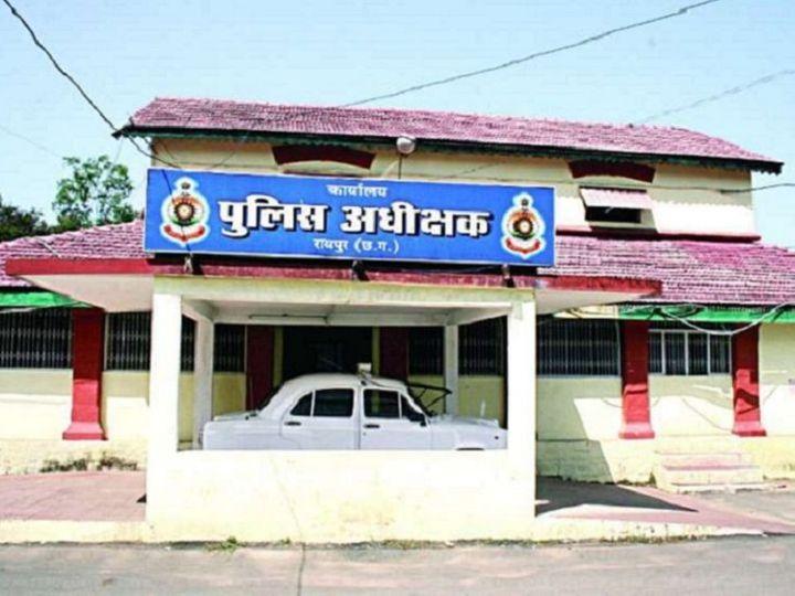 कोरोना काल के दौरान छत्तीसगढ़ की राजधानी रायपुर में बेहतर काम करने वाले पुलिसकर्मियों को सम्मानित किया गया है। एसएसपी अजय यादव ने उन्हें नगद पुरस्कार देने के साथ ही सेवा पुस्तिका में भी प्रशंसा अंकित की है। - Dainik Bhaskar