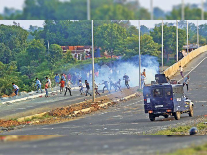 Rajasthan: खेरवाड़ा को घेरा, टाेल बूथ पर पथराव, पुलिस फायरिंग में 1 मौत, उदयपुर-अहमदाबाद हाइवे पर 20 किमी में बिछाए पत्थर